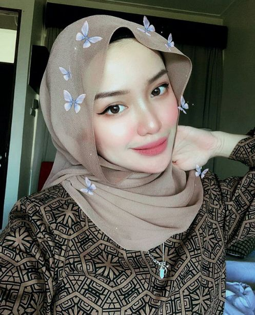 beautiful malaysian woman